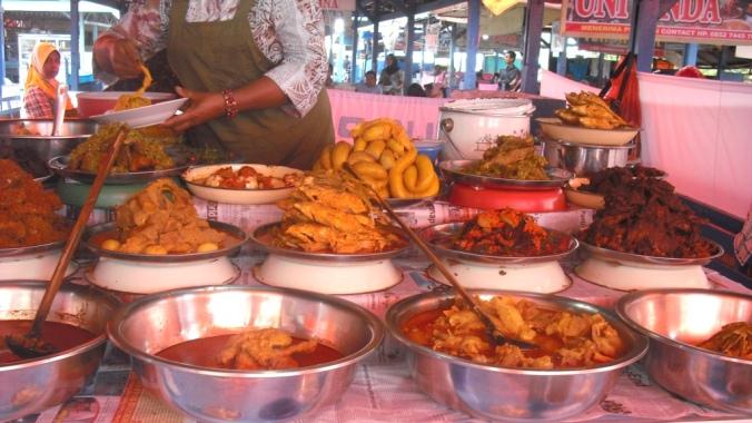 Hidangan nasi kapau di Pasar Lereng